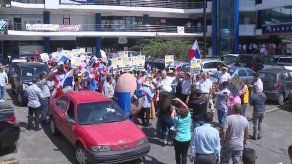 Avicultores protestan en contra del aumento de la tarifa eléctrica y las importaciones