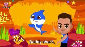 Luis Fonsi lanza con sus hijos una versión del reconocido tema Baby Shark