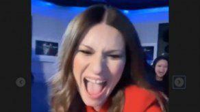 La divertida reacción de Laura Pausini tras ganar su primer Globo de Oro