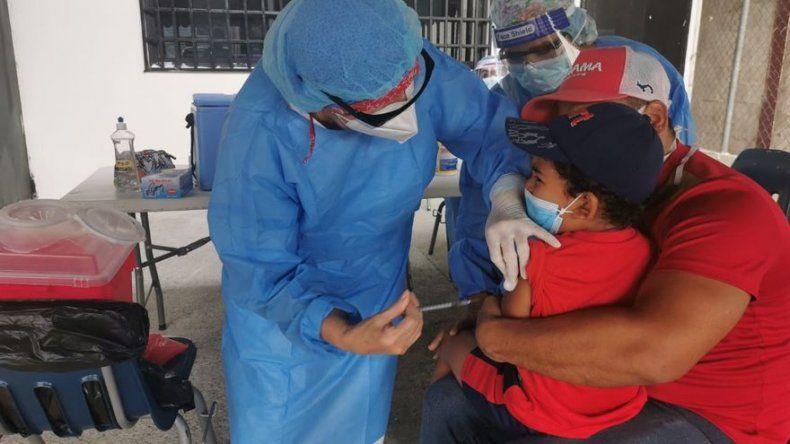 Autoridades piden a la población contar con esquemas de vacunación completas
