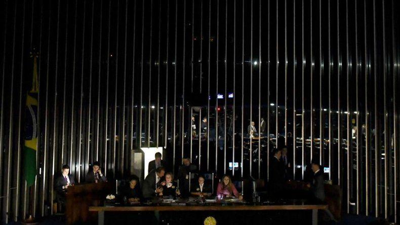 Agitada sesión del Senado brasileño para aprobar reforma laboral de Temer