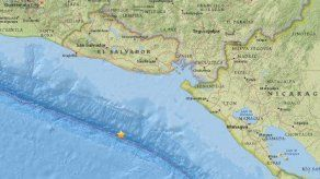 Alerta de tsunami tras potente sismo que remece la costa de El Salvador