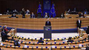 La votación irá acompañada de una resolución parlamentaria no vinculante en la que los eurodiputados califican el Brexit de error histórico.