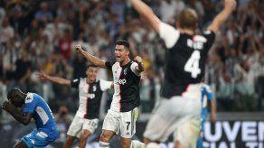 Juventus gana 4-3 al Nápoles en el descuento en un partido loco