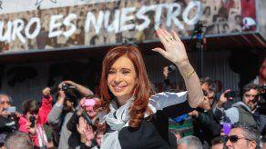 Fiscal pide indagar a Cristina Fernández por irregularidades en obra pública