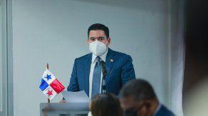 José Gabriel Carrizo, vicepresidente de la República de Panamá, uno de los primeros voluntarios para aplicarse la vacuna de AstraZeneca.