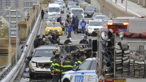 1 muerto en choque de autos en Puente de Brooklyn