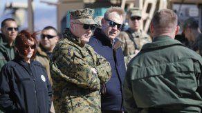 Jefe del Pentágono inspecciona la frontera con México