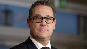 Vicecanciller austriaco renuncia por escándalo con contratos