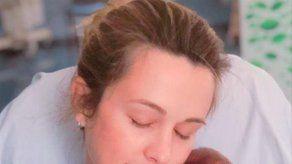 Astrid Klisans y Carlos Baute mueren de amor con su tercer bebé