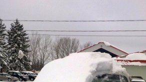 Anciano es multado por manejar auto cubierto por nieve
