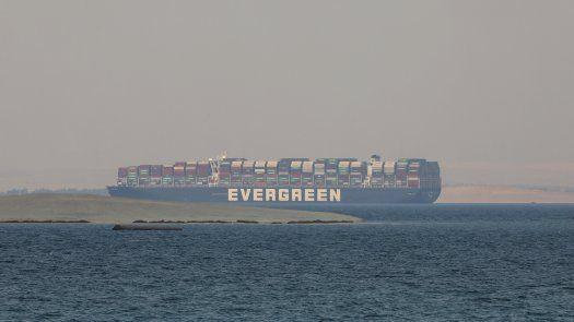 Buque Ever Given, que en marzo quedó atascado en el Canal de Suez.
