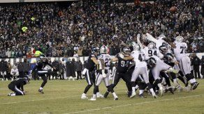 Eagles vencen a Raiders; amarran 1er puesto de la Nacional