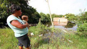Dos muertos y 20.000 evacuados en noreste argentino por crecida de ríos