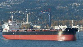Armada de Chile socorre a buque panameño varado en extremo sur del país