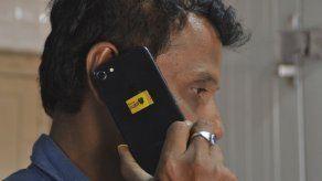 Un chip de estiércol para proteger contra radiación de líneas telefónicas en India