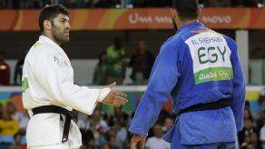 Judoca egipcio se niega a estrechar la mano de rival israelí