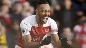 Regreso de Ozil y doblete Aubameyang en victoria de Arsenal