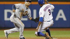 Upton y Solarte guían a Padres en triunfo sobre Mets
