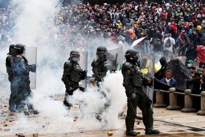 El Gobierno de Iván Duque alega que necesita cerrar el hueco que ha creado la pandemia en las arcas del Estado