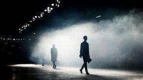 La pasarela de París desafía la tristeza: a tiempos oscuros