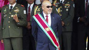 Presidente de Surinam regresa al país tras ser sentenciado