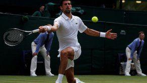 Novak Djokovic se pasea en la primera ronda de Wimbledon