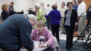Comienzan las votaciones en varios estados en un crucial supermartes en EEUU
