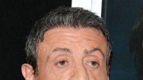 Sylvester Stallone apoya control de armas
