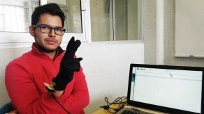 Diseñan guante que traduce lenguaje de señas para sordomudos