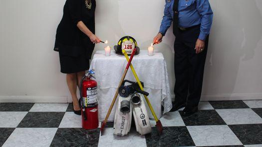 El tributo a los bomberos fallecidos en los atentados a las torres gemelas el 11 de septiembre de 2001 se desarrolló en la Estación 1 Ricardo Arango.