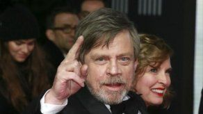Harrison Ford rinde homenaje a Carrie Fisher