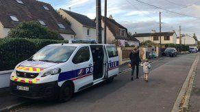 Francia recuerda a maestro decapitado