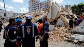 Confirman 3 muertos y 7 desaparecidos en el derrumbe de un edificio en Brasil