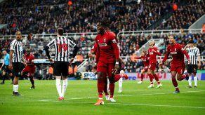 Liverpool gana sobre la bocina en Newcastle y duerme líder provisional