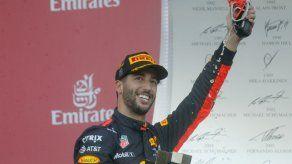 Ricciardo gana caótico GP de Azerbaiyán; Pérez queda fuera