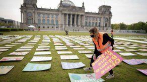 Activistas por el clima trasladan sus protestas a internet