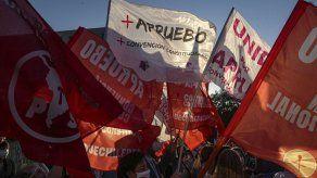 Chilenos deciden en las urnas si reforman la constitución