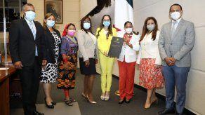 Aprobado en tercer debate Proyecto de Ley No. 120 sobre Adopciones en Panamá