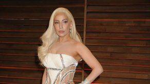 Lady Gaga deja que su novio lleve las riendas en casa