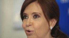 Fernández dice que se despojó de vanidad legítima para decisión electoral