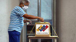 La campaña electoral para las elecciones, en los que también se elegirá a los miembros de los órganos legislativos locales y regionales, terminará el 21 de noviembre.