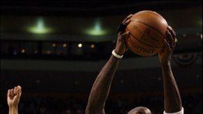 Pistons ganan a Celtics y empatan la serie del Este