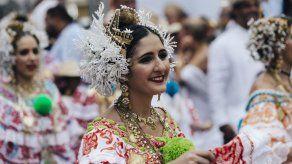 """Detrás de las Mil Polleras"""": homenaje virtual al traje típico panameño"""