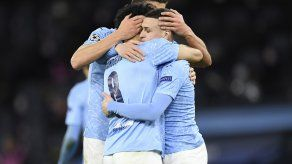 Phil Foden, del Manchester City, celebra con su compañero Ilkay Gundogan.