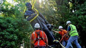 Derriban estatua de Cristóbal Colón en San Luis