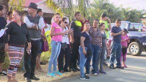 Residentes de Hacienda Santa Fe se manifiestan por colapso de alcantarillado