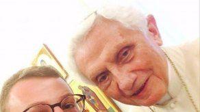Difunden las primeras selfies del papa emérito Benedicto XVI