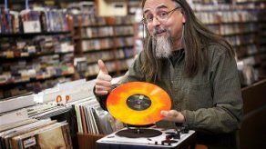 Nuevos discos de vinilo dan impulso a tiendas de discos