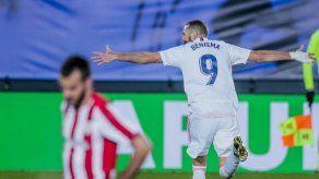 Benzema anota 2; el Madrid vence al Athletic y comparte cima